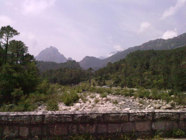 du même pont la vue sur la montagne Aiguilles de Bavella