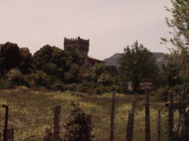 a l`approche de Quenza son chateau du XVI siècle